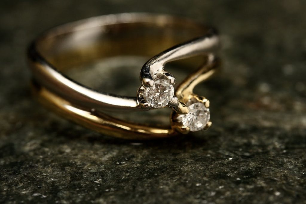 a picture of a ring with diamonds